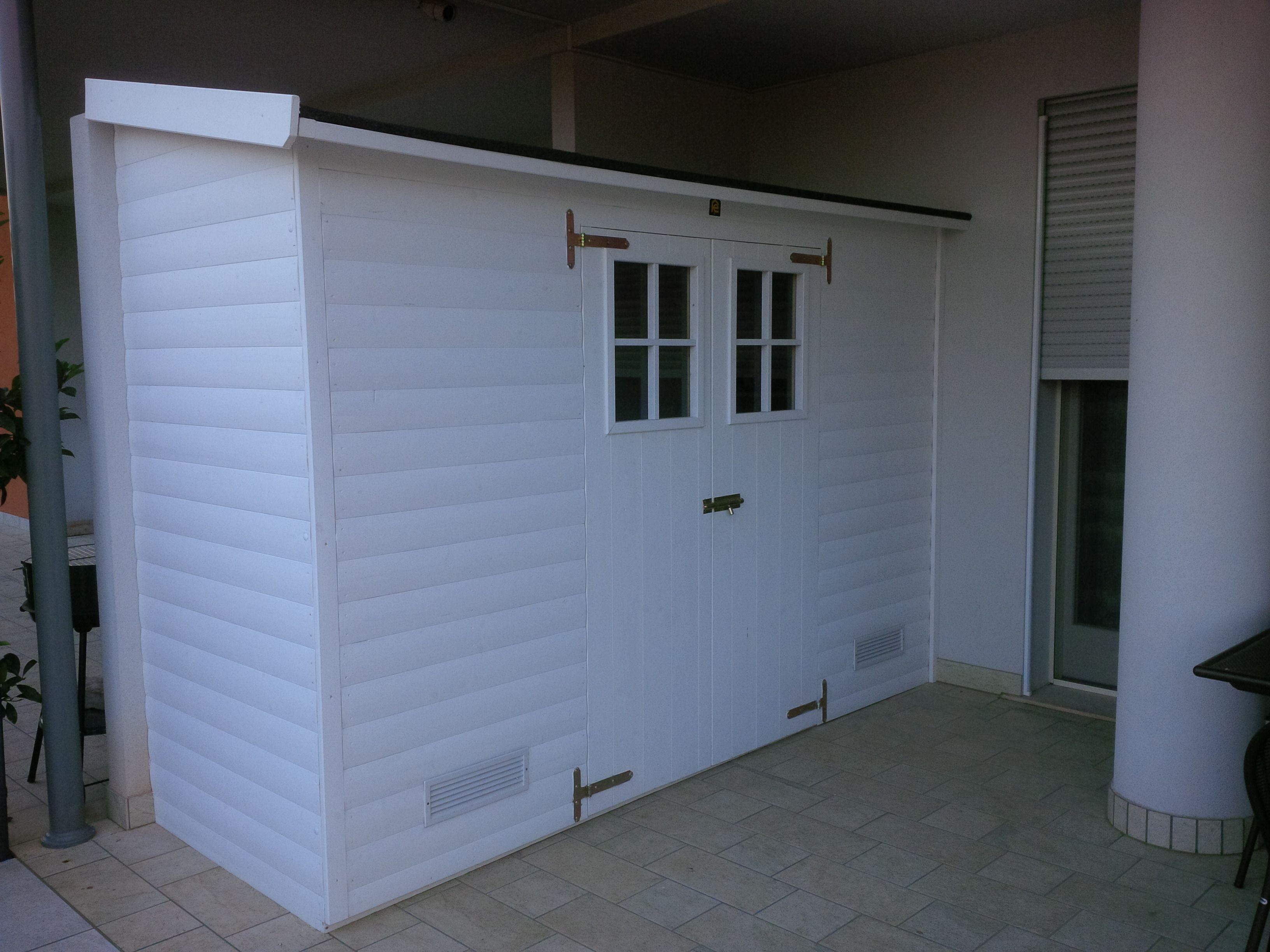 Casetta In Legno Addossata Con Porta Doppia Colore A Smalto Bianco