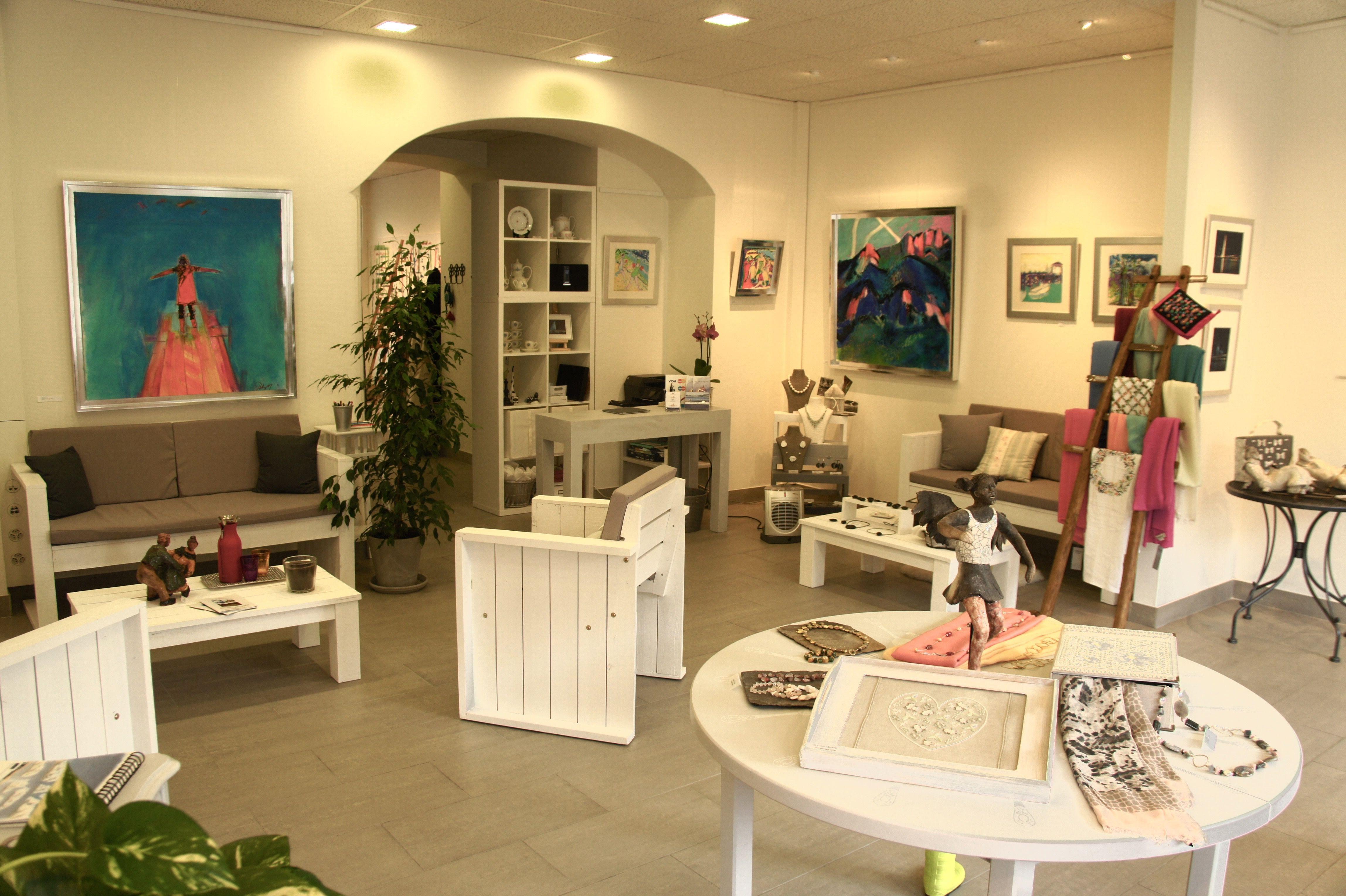 Espace d'exposition et de vente à l'atelier du square. www.atelierdusquare.ch