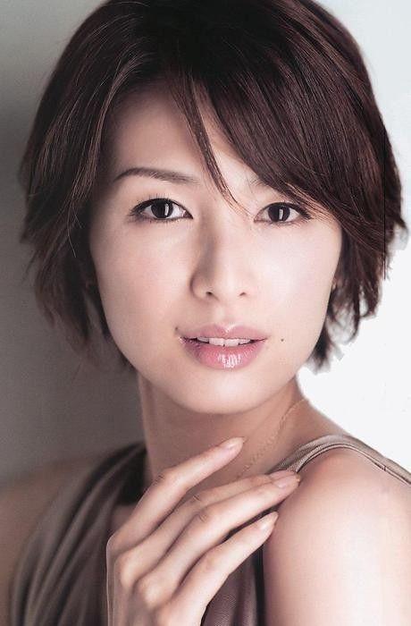 吉瀬美智子のヘアスタイルがステキ 上品で大人っぽい髪型カタログ