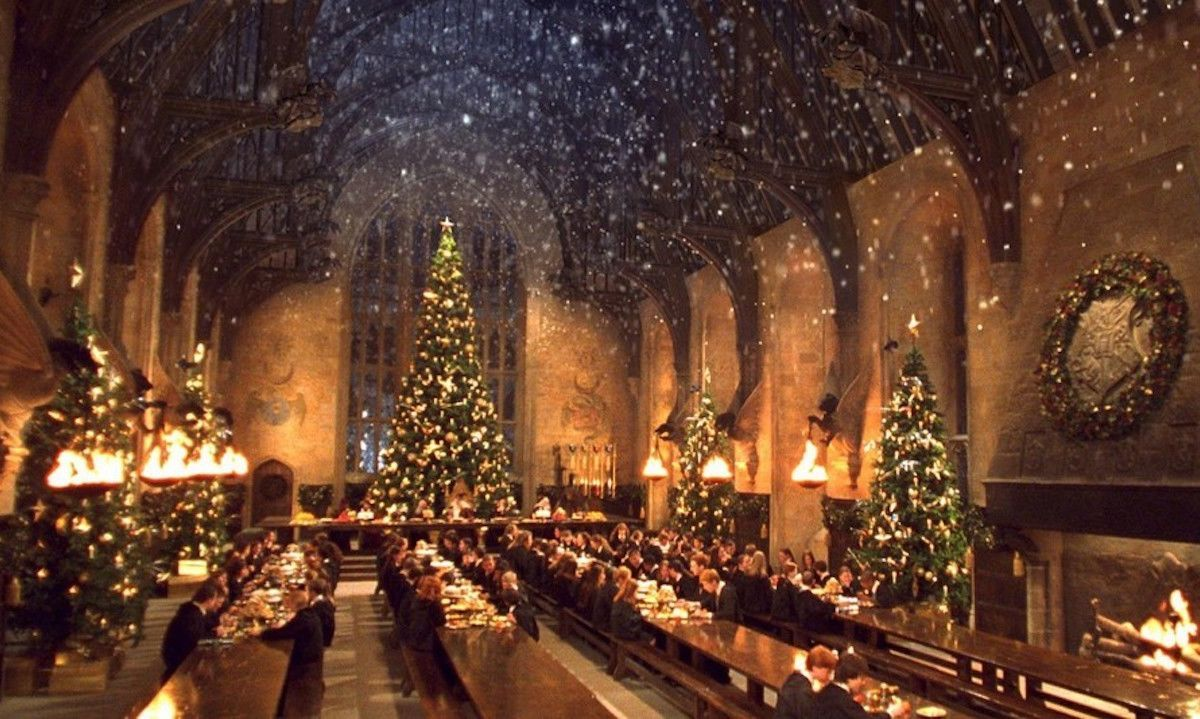 Hogwarts At Christmas 2021 Celebrate Christmas At Hogwarts With This Winter Themed Feast And Studio Tour In 2021 Hogwarts Christmas Hogwarts Harry Potter Wallpaper