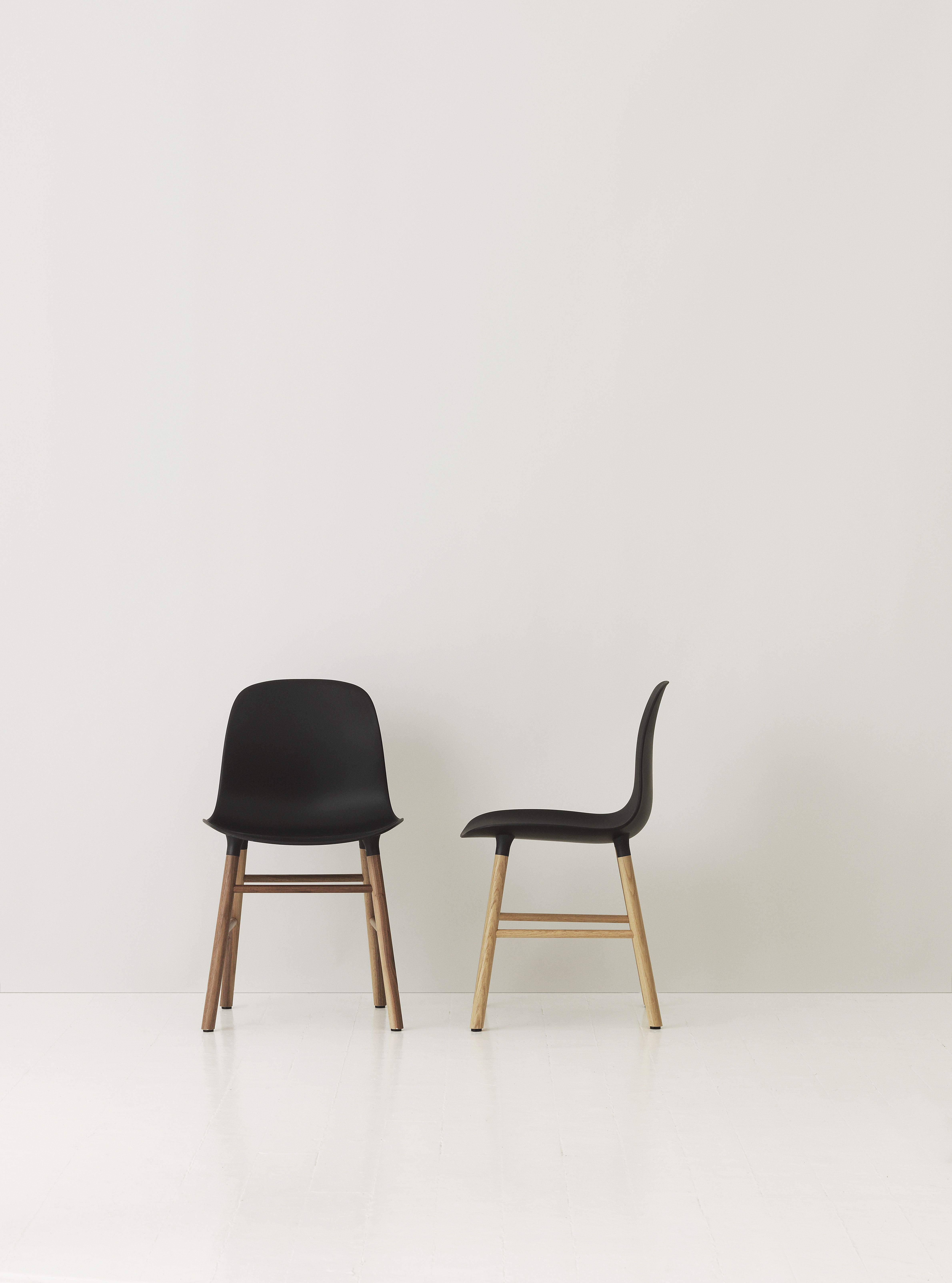 Stoelen Design Tweedehands.Decospot Chairs Normann Copenhagen Form Chair Available At