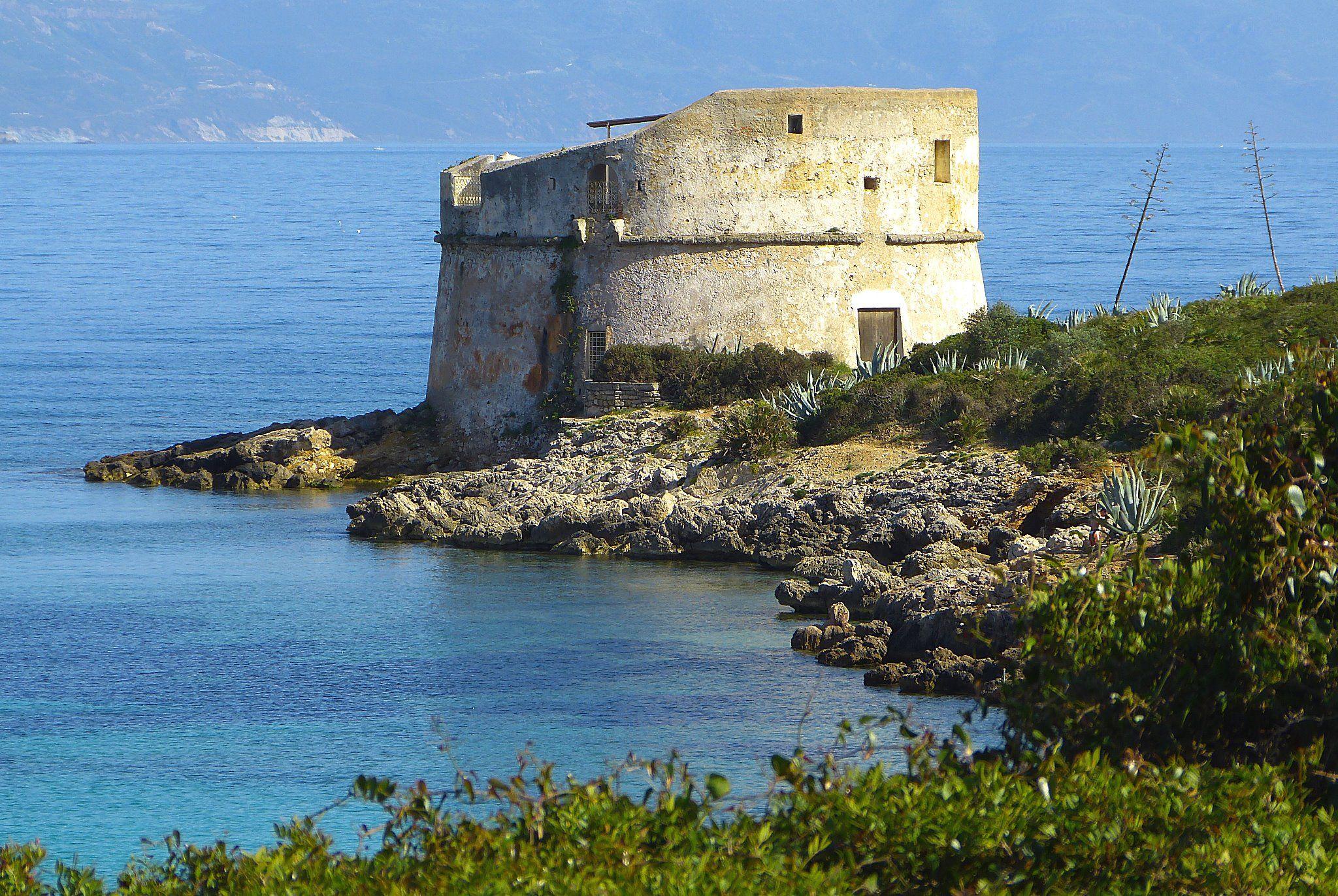 Torre del Lazzaretto.... da non perdere anche l'omonima spiaggia e calette vicine!