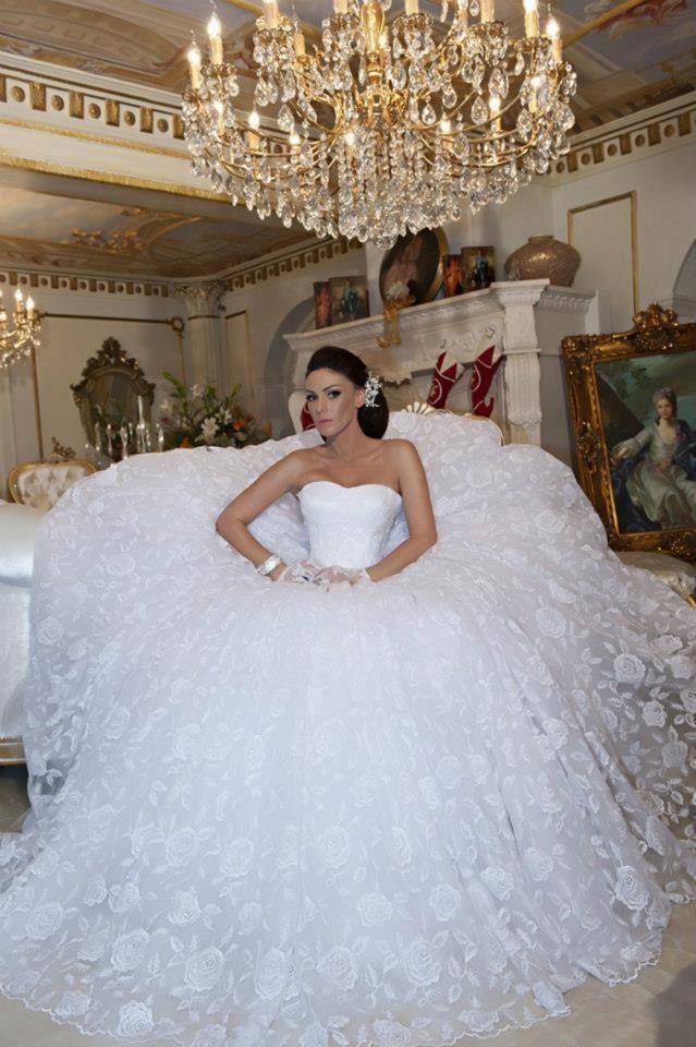 Wedding Dresses | Bruidjes | Pinterest | Wedding dress, Weddings ...
