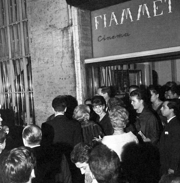 Audrey na première de Breakfast at Tiffany's em Roma, Cinema Fiammeta, Novembro 1961
