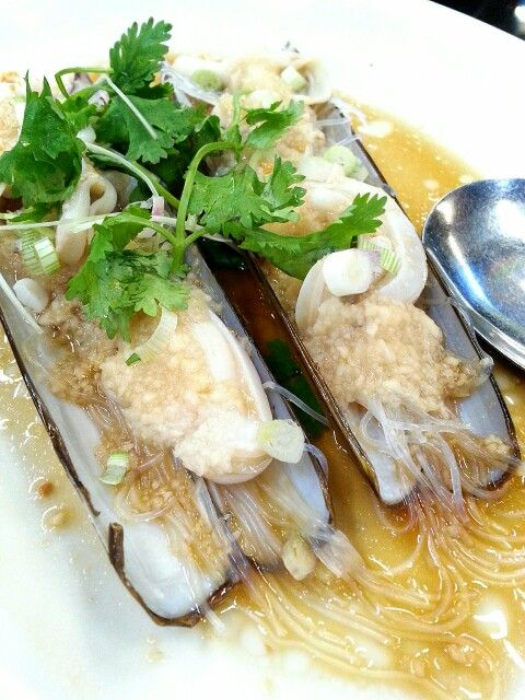 Bamboo clams steamed with vermicelli and tons of garlic in Bali Hai, Penang