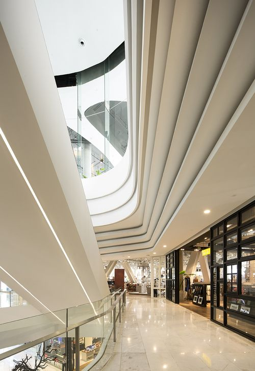 Pin by Ja Ya on Atrium in 2019 | Mall design, Shopping ...