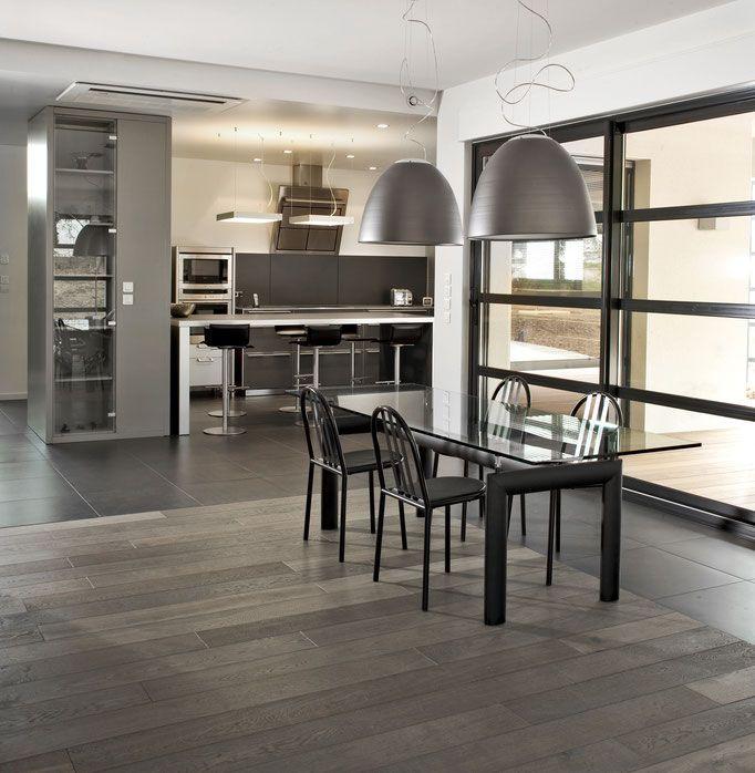 Wohnideen Wohnküche sehr modern eine offene wohnküche mit einem grauen