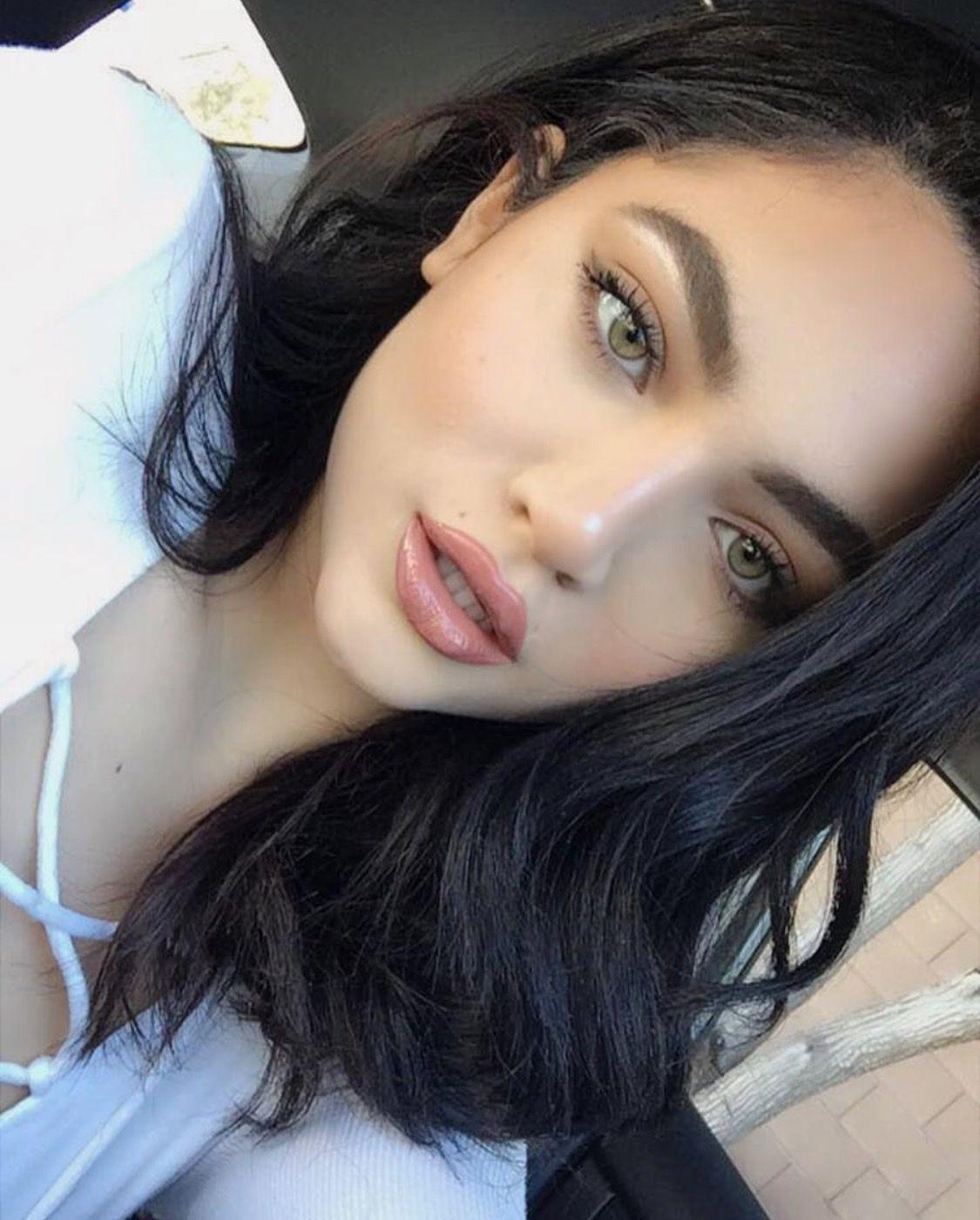 maryori fúnez ig baddie / model green eyes simple makeup