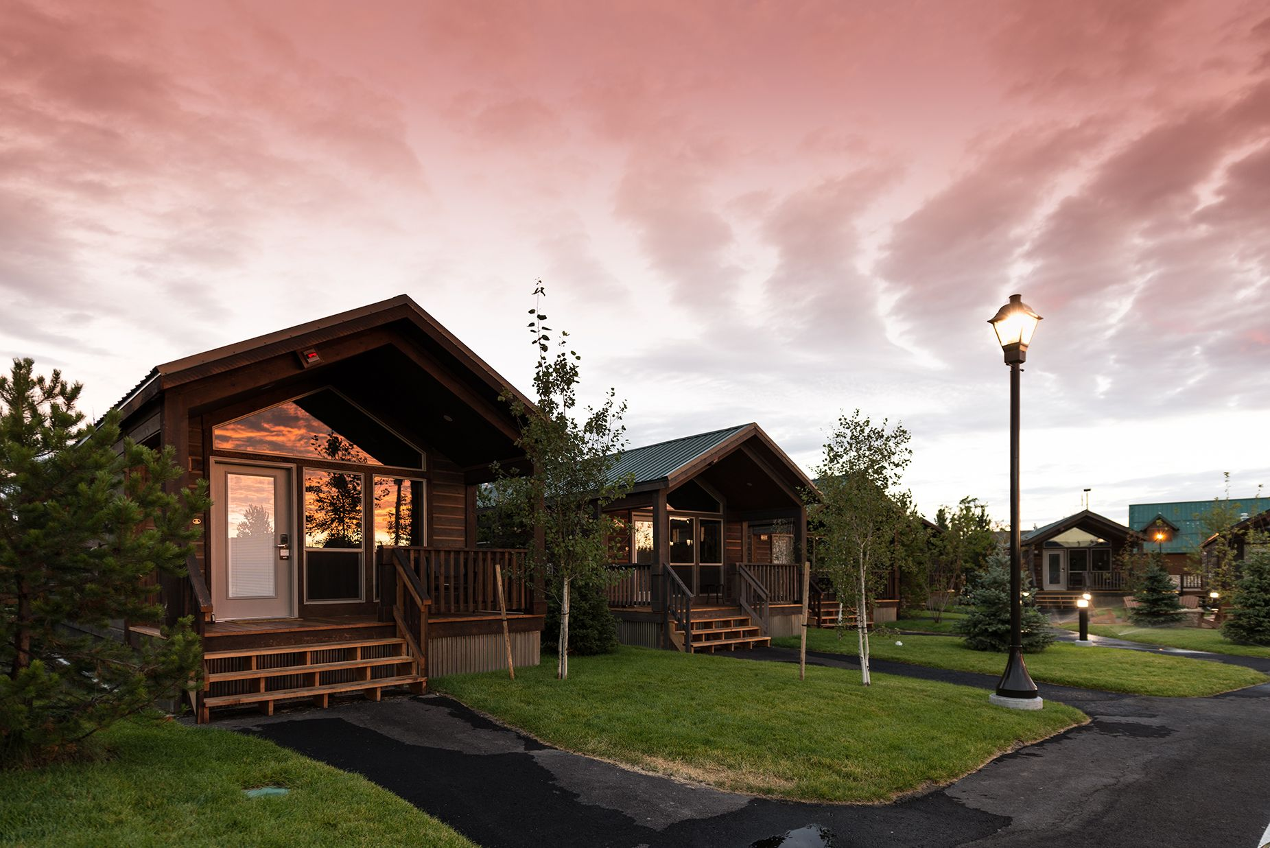 town north valley close yellowstone to vacation gardiner park homes entrance montana rentals at rental national is localinfobanner southwest nestled surroundings in breathtaking situated the cabin yosemite and cabins parks paradise