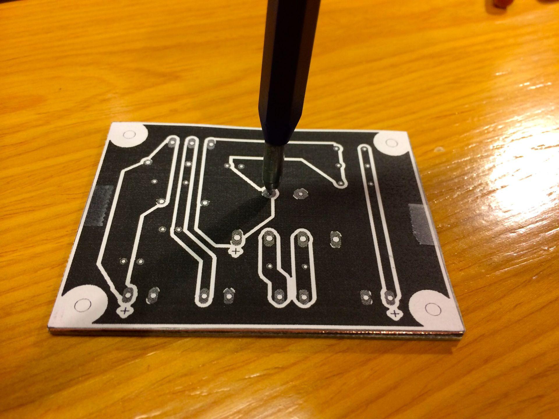 Marcando As Vias Para Desenho Do Diagrama De Uma Placa De Circuito