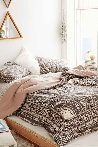 Merveilleux Magical Thinking Petra Geo Medallion Duvet Cover   Urban Outfitters