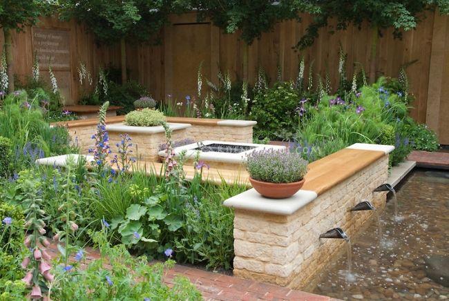 gartengestaltung holz sitzbänke wasserspiele kies stauden | Garten ...