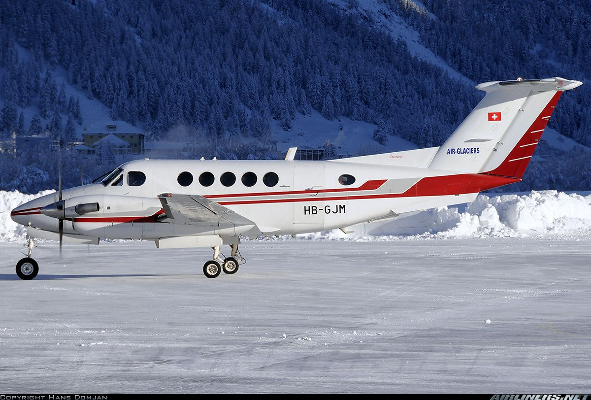 Photo OMVPM (CN FL700) VIP Wings Beechcraft B300 King