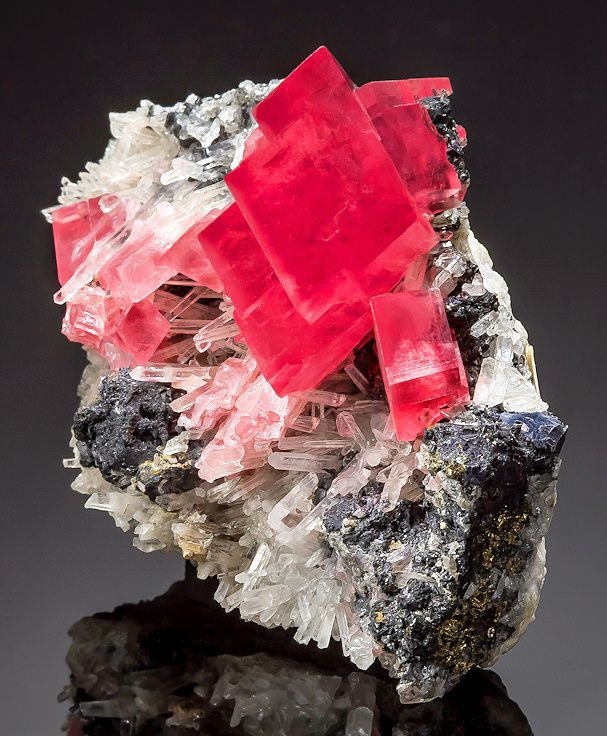 Rhombs Of Rhodochrosite With Quartz Tetrahedrites Locality Robs Pocket Mini King Raise
