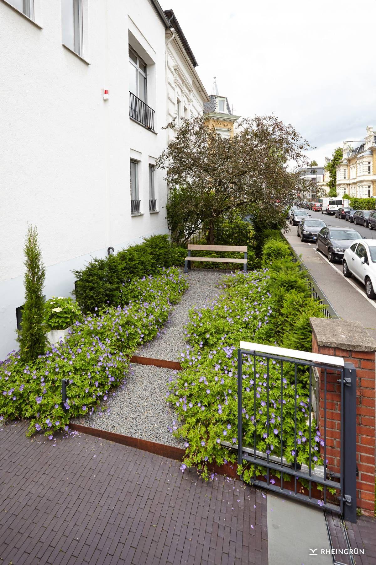 Moderne Vorgartengestaltung moderne vorgartengestaltung mit weg zu gartenbank aus zierschotter