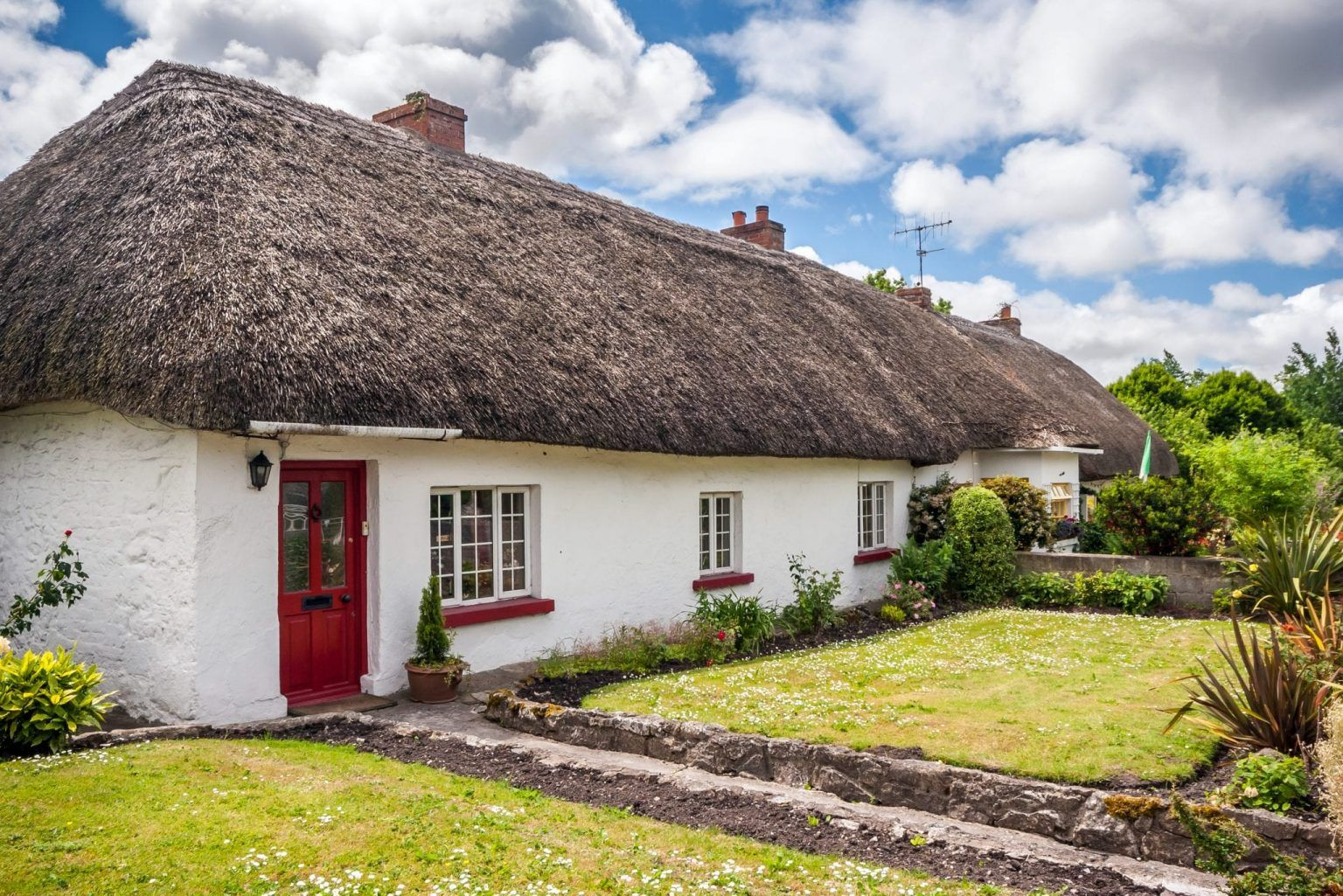15 Adorable Small Towns In Ireland Map Our Escape Clause In 2020 Ireland Cottage Irish Cottage Beautiful Roofs