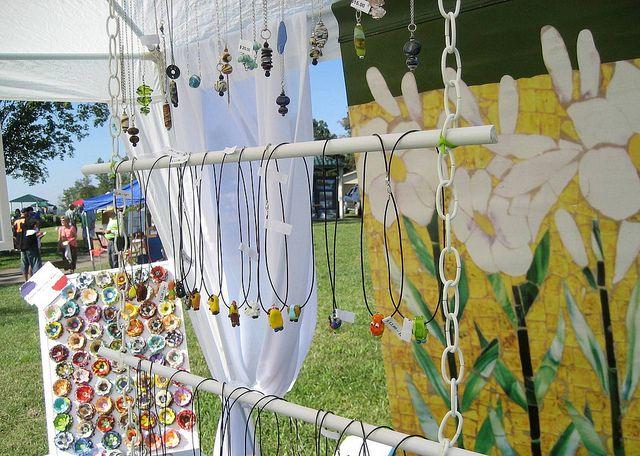 Jewelry display dekoideen schmuck display schmuck und marktstand - Schmuckhalter basteln ...