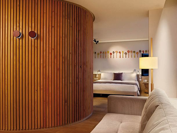 truco Las paredes curvas se pueden forrar de un alistonado de - paredes de madera