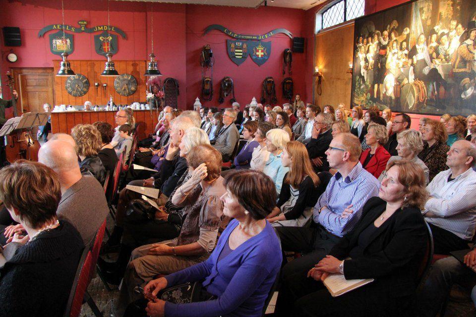 Open Podium in het Koetshuis: De commissie Kasteel Cultureel organiseerde op 27 november een middag met muziek gespeeld door lokaal talent