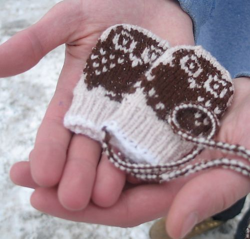 Manoplas para bebé, con detalle de búhos, a calceta, en ravelry ...