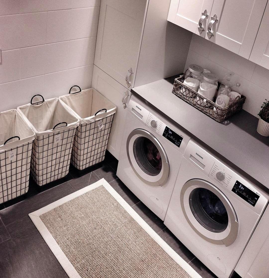 Herlig når bunnen av skittentøyskurvene kan skimtes! 😅 God søndag! 💛 #laundryroom #laundryday