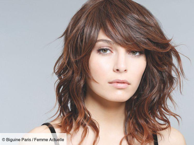 Astuce Coup De Jeune Adoptez Le Carre Degrade Coupe Visage Carre Coupes Cheveux Mi Longs Degrades Cheveux Ondules Mi Longs