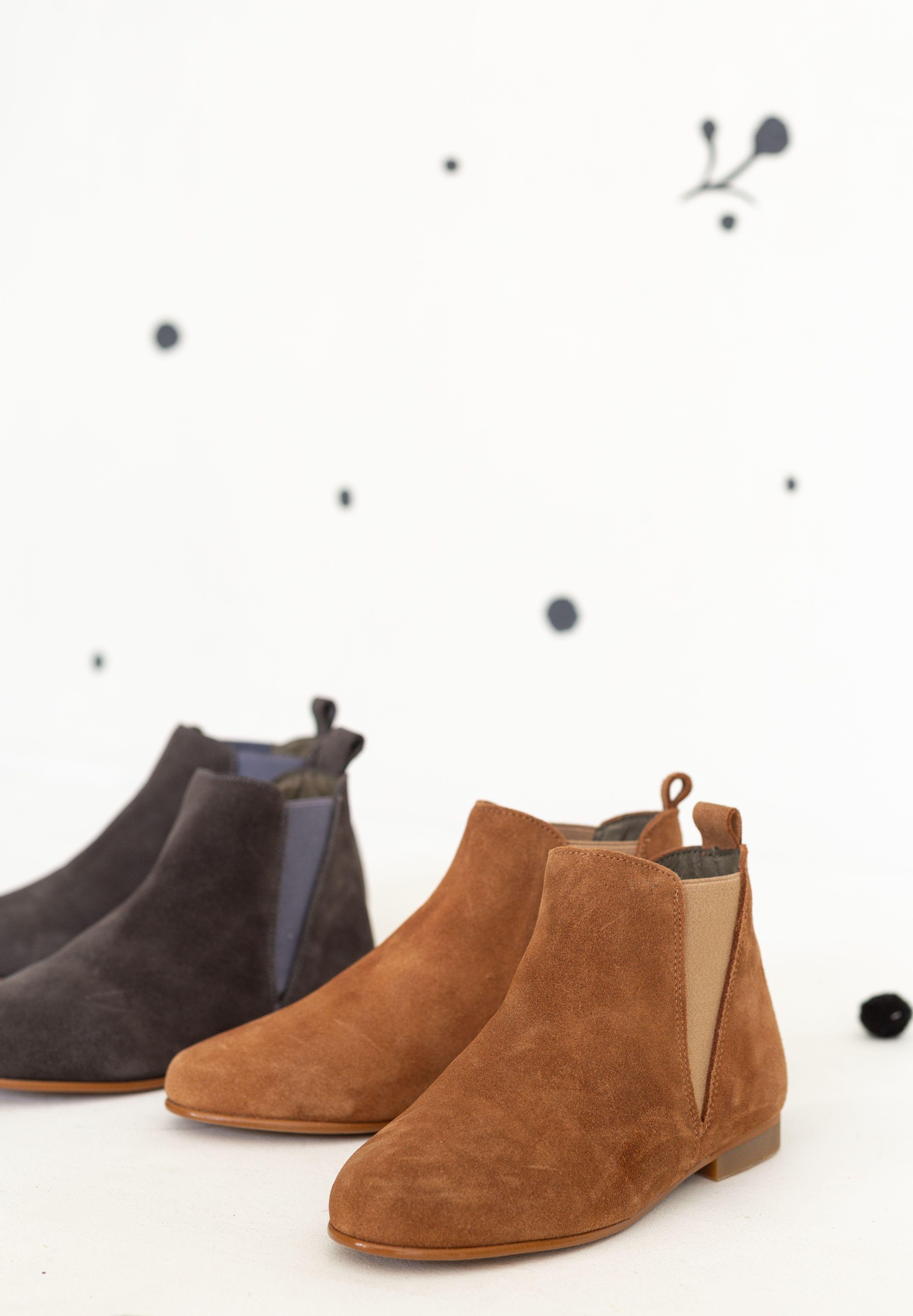 Botines de ante para niña. Zapatos para niña de la marca