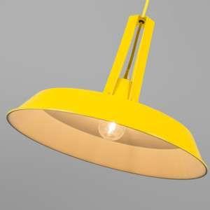 Lámpara colgante LIVING 40cm amarilla - Lámpara colgante de metal de aspecto industrial, de color amarillo brillante con el interior de color blanco para que la iluminación sea óptima. El cable de suspensión está recubierto de una tela del mismo color que la cubierta.