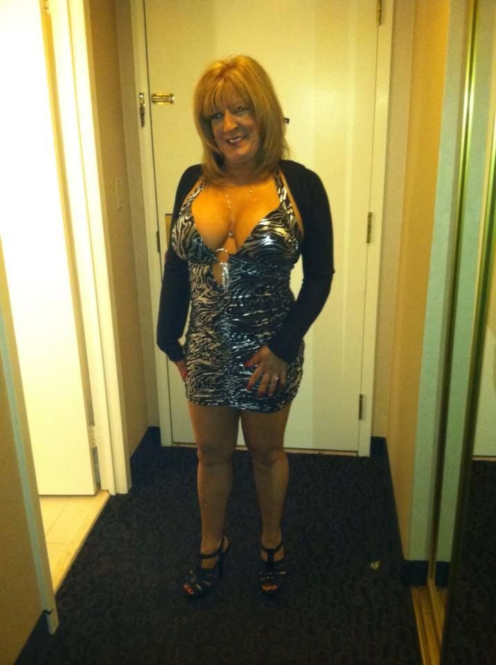 These sexy grannies are so hot! Check out the pictures then ...