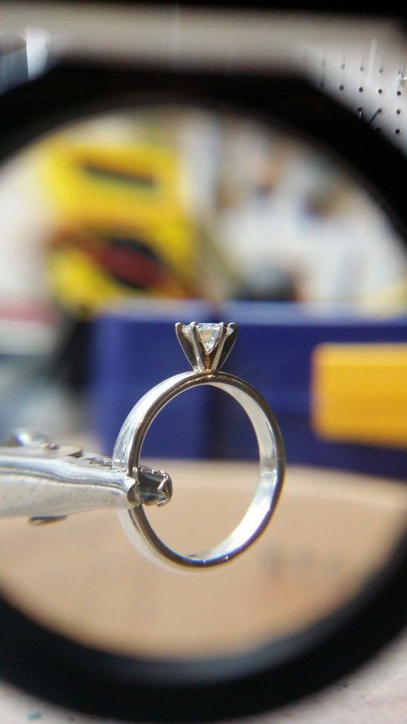 """Heart-melting! This Guy """"Built"""" The Perfect Engagement Ring For His GF http://www.gossipness.com/news/heart-melting-this-guy-built-the-perfect-engagement-ring-for-his-gf-3181.html"""