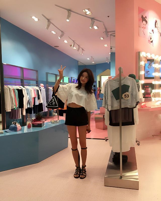 0dc327972f1e2 I'm here at the second stylenanda store in Thailand (Siam paragon) ! Please  come and visit this lovely store : ) xoxo #stylenanda #siamparagon ✋