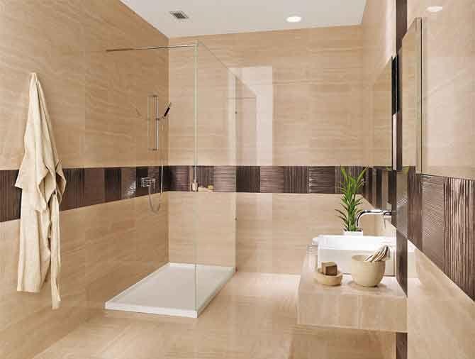 Piastrelle a tutta altezza sulle pareti del bagno bagno bathroom