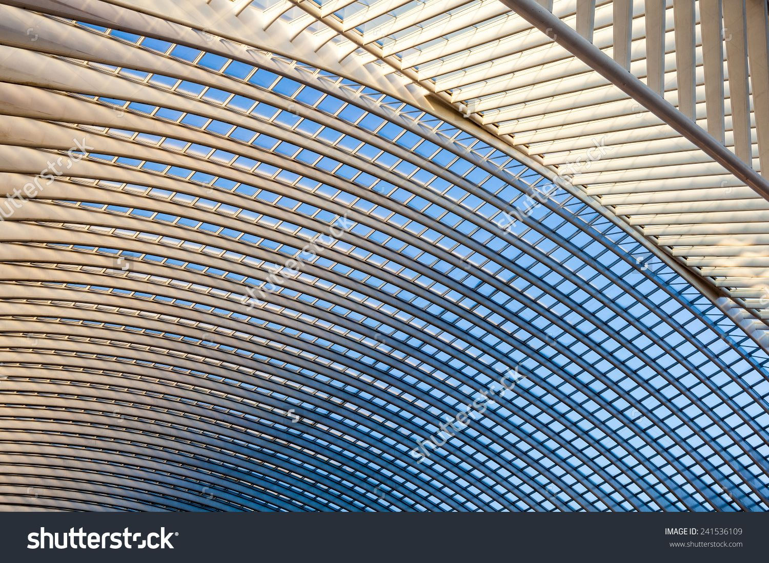 An Structure Of A Roof Over The Mall Zdjęcie stockowe 241536109 : Shutterstock