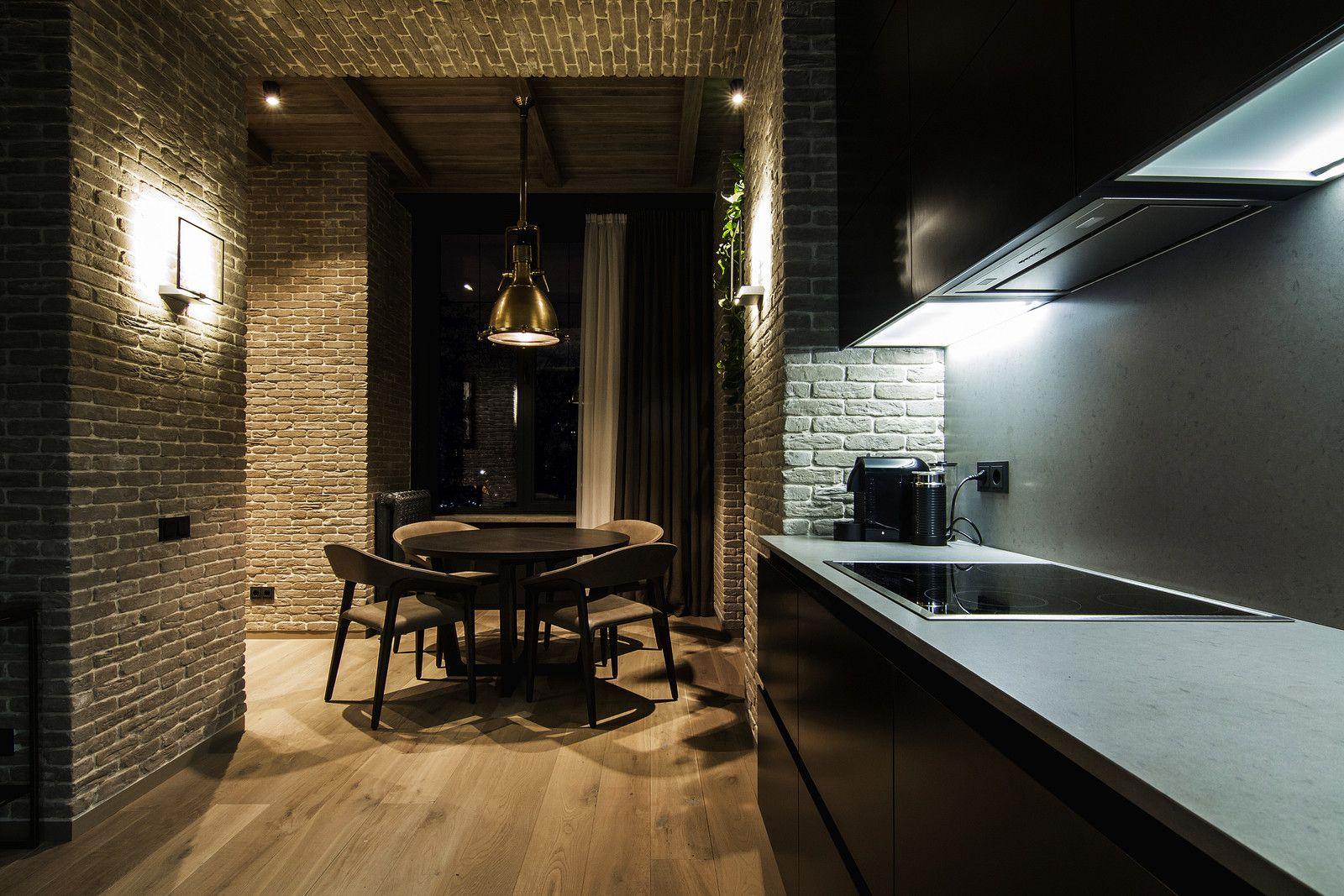 Дизайнеры Зверев Артем и Шарф Артур, представляющие мастерскую YoDezeen, оформили квартиру для творческой личности в самом сердце Киева. Её хозяйка, художник по профессии, хотела превратить 75 квадратных метров в уютный дом, включающий спальню, большую гостевую зону, открытую кухню со столовой и ...