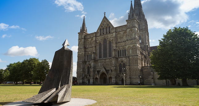 Salisbury, England's iconic medieval cathedral may be ancient, but the new sculpture by British post-war sculptor Lynn Chadwick (1914–2003) adds a stunning contemporary element. One of the best-known works from Chadwick's series of cloaked figures, the life-sized Cloaked Figure IX appears to be walking toward the west doors to enter… [readmore] #travel #tourism