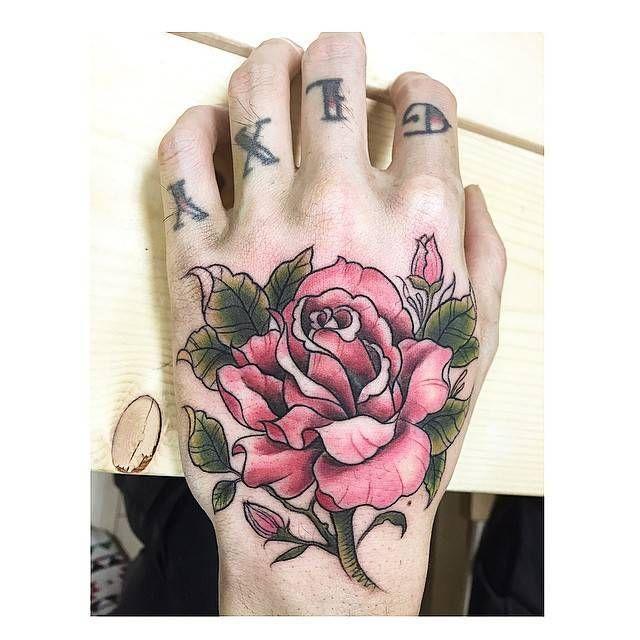 10 Imagenes de tatuajes en la mano para hombres