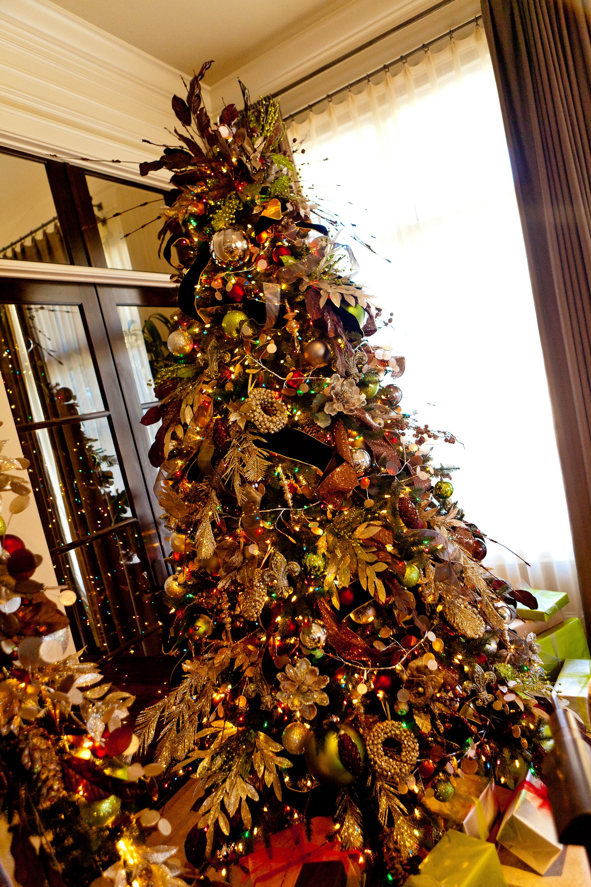 Christmas Tree Decorating Theme Shades of Gold with a