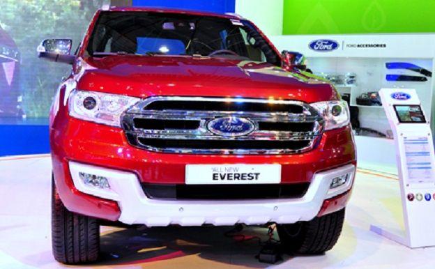 Ford Everest phiên bản 2015 có giá bán khoản từ 1 tỷ 250 tại VN  Xe Ford Everest mô hình SUV xe mới được bán ra từ tháng 1/2016 có ba mô hình với hai động cơ đi 1 tỷ 249 triệu đến phiên bản cao nhất 1 tỷ 629 triệu.  Erstkunde Việt Nam Motor Show vào tháng Mười, một phiên bản mới của các thay đổi thiết kế, Ford Everest Ảnh mỡ xuất xe hơi Mỹ. Châm lửa đèn HID, đèn LED trong suốt ngày làm việc. lưới tản nhiệt hình lục giác, chrome, cản trước và nhôm.  Ford Everest một thế hệ thứ hai Duratorq…