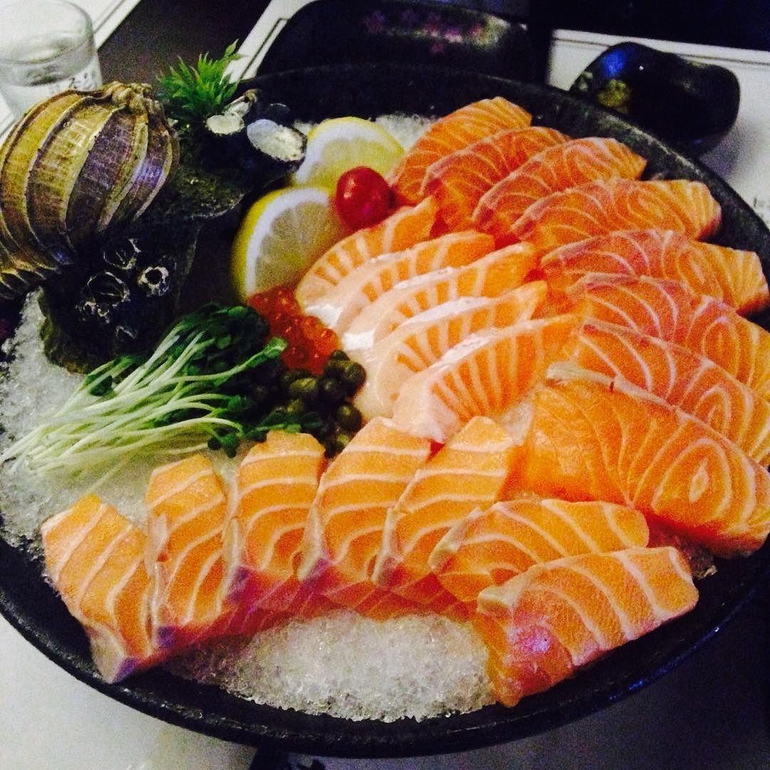 요즘 @ddoooool2 는 내 만나달라고 떼써야 만나줌 우리 #권태기 인듯ㅜ 아님 내가 뭘 잘 못한거늬ㅜ?? 고칠게 내가 잘할게ㅋㅋㅋㅋㅋㅋㅋㅋㅋㅋㅋㅋㅋㅋㅋ . #연어 배터지게 먹자요 연어는 사랑 #연심 도 #사랑 사랑이 그득그득 하네요 . #연어사시미 #salmon #sashimi #rawfish #회 #친스타그램 #술스타그램 #먹스타그램 #맛스타그램 #먹부림 #foodie  #삼산 #울산 #ulsan #수다스타그램 #맞팔 #인친 #소통 #데일리 #일상 #F4F by nyakabri
