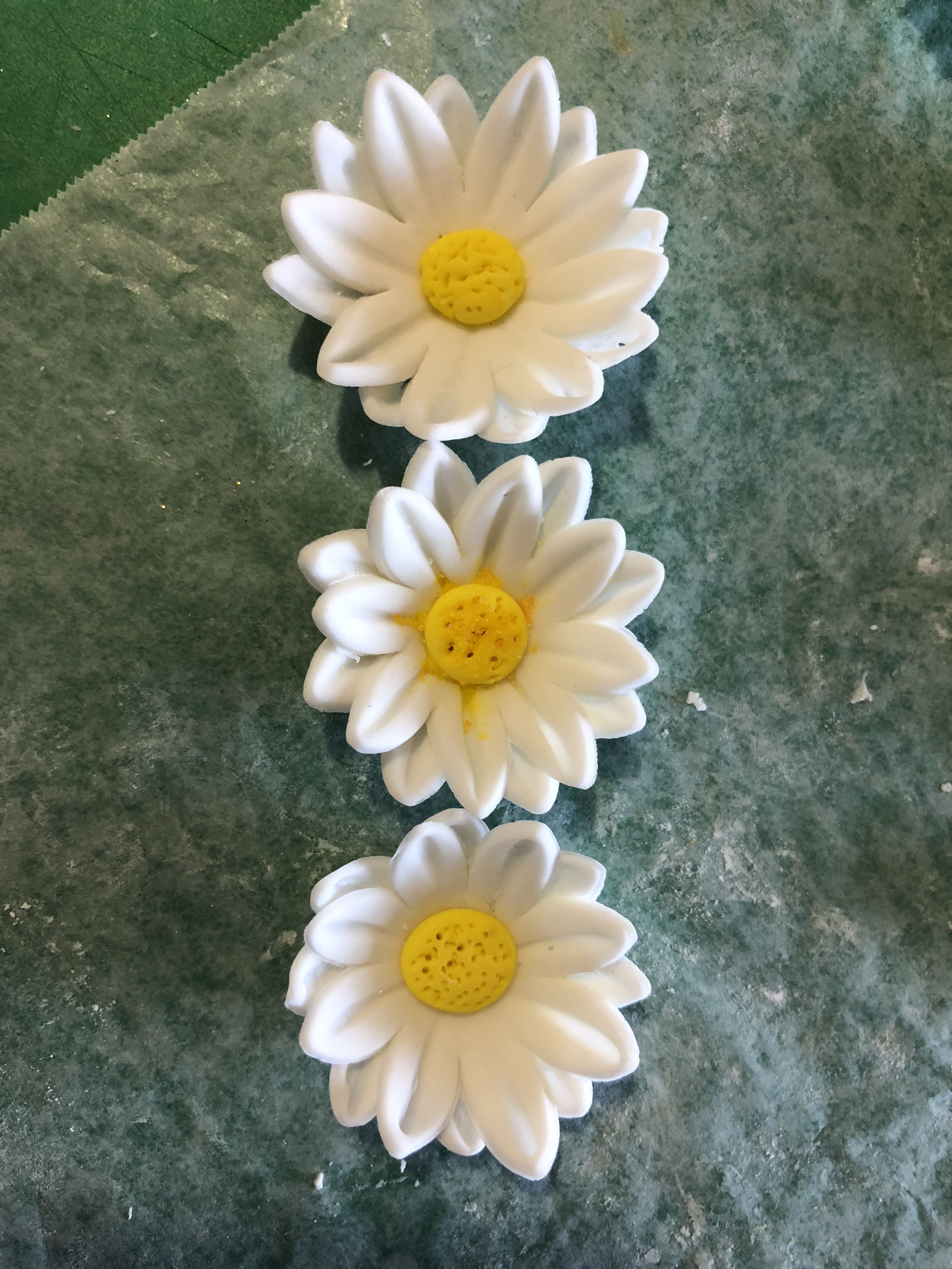 Pin by fine creations by maria on gum paste flowers and cake gum paste flowers cake decorating daisy sugar paste flowers margarita flower bellis perennis fondant flowers daisies izmirmasajfo