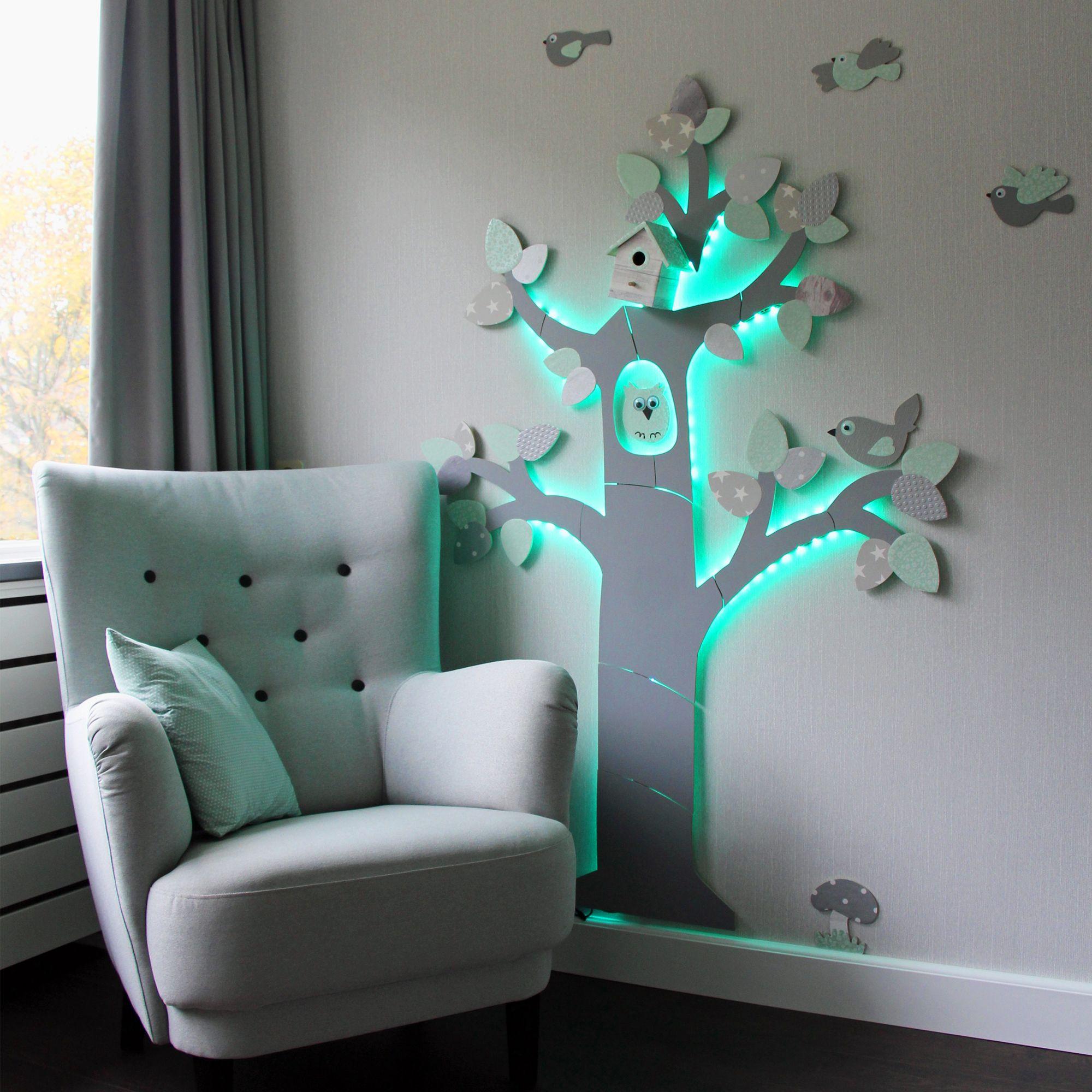 Met blokjes kan je de boom ook van de muur af laten komen en led ...