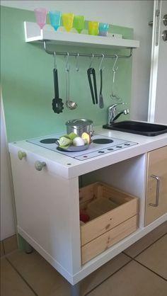 Esther K. Hat Eine Wunderschöne DIY Idee Für Die Kinderküche Gehabt Und Das  2er IKEA KALLAX Regal Mit Den Limmaland Kinderküchen Klebefolien Aufgepimpt.