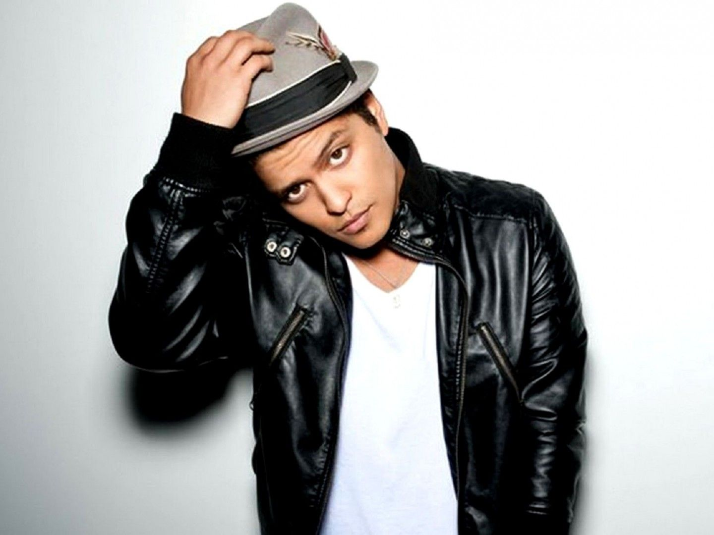 Wallpapers of the day bruno mars 1440x1080px bruno mars pic
