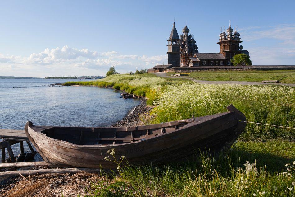 El Museo Estatal de Arquitectura de Madera al aire libre de Kizhi, creado en 1951, es una colección de 6 kilómetros de iglesias y casas de c...RUSIA