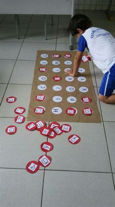 Atividade De Categorização De Objetos Conforme A Vogal Com A Qual Ca… | Brincadeiras Educação Infantil, Artesanato Pré-escolar, Educa 2C7