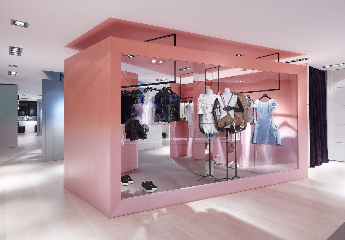 Boutique Chanel - Courchevel   Interiors   Pinterest   Store design ... 720bb993e76