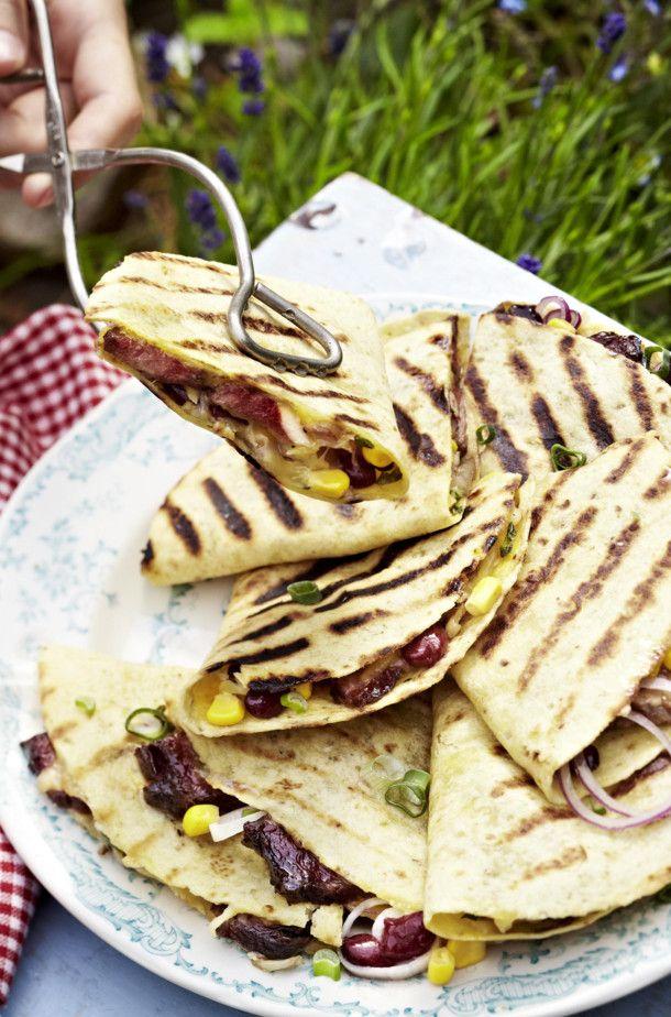 Unser beliebtes Rezept für Quesadillas vom Grill mit Rindfleisch, Bohnen, Mais und Guacamole und mehr als 55.000 weitere kostenlose Rezepte auf LECKER.de.