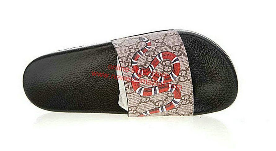 da59b27eef7 Original Gucci GG Supreme Slide With Snake Shoe