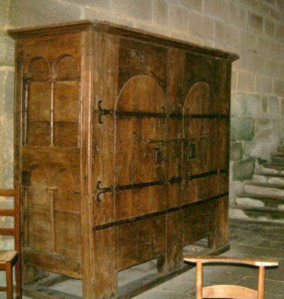 Abbaye Cistercienne D Aubazine Missneferpassions Le Blog Mobilier Medieval Meuble De France Mobilier De Salon