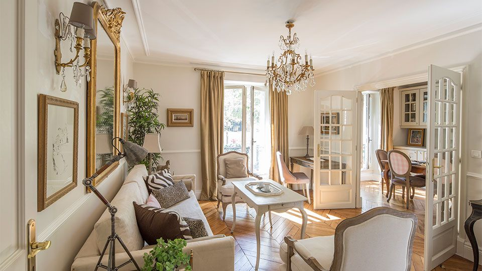 Rent our 2 bedroom Paris rental Beaumes de Venise with
